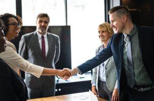 businessmen-businesspeople-businesswomen-1249158.jpg